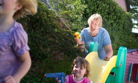 Quand les grands-parents deviennent des parents «bis»