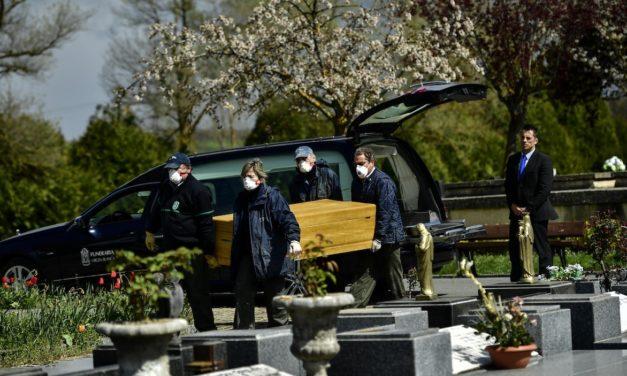 Des rites funéraires bouleversés | Coronavirus